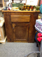 VINTAGE WASHSTAND GOOD CONDITION MISSISSAUGA HOME DECOR
