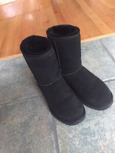 Selling basically brand new uggs sz 10