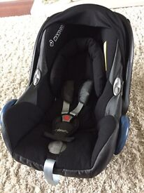 Maxi-Cosy car seat & Isofix base. For use from birth 0-13kg