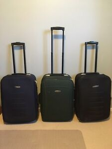Carry on size wheels luggage with collapsible handle