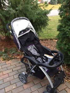Car seat with base and matching stroller. Baby things   Gatineau Ottawa / Gatineau Area image 1