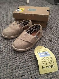 Brand New With Tags Bimini Natural Burlap TOMS UK toddler size 5