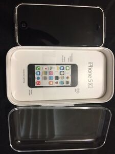 iPhone 5C - *MINT CONDITION* +Extras London Ontario image 3