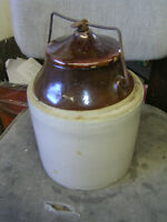 CIRCA 1920 POTTERY CROCKERY BEAN POT WITH WIRE CLAMP LID $20 EXC