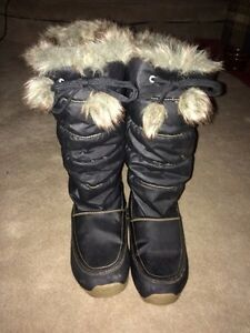 Ladies size 7.5 insulated winter boots