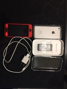 iPhone 5C - *MINT CONDITION* +Extras London Ontario image 5
