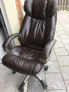 Brown computer / office chair