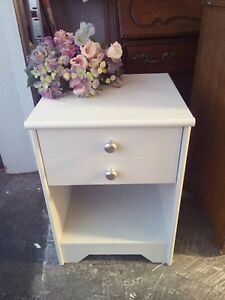 """GORGEOUS Night Stand with drawer- 17""""x24"""""""
