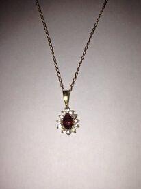 9ct chain and garnet pendant
