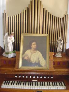 Items religieux ou statue.cloche, vitraux, orgue d'église