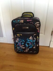 Tracker suitcase