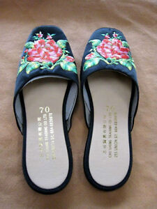 * EMBROIDER CHINESE SLIPPERS *