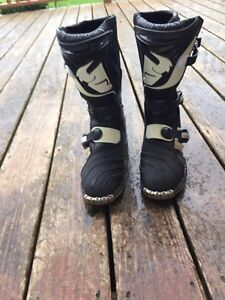 Thor dirt bike boots size 7 youth Kingston Kingston Area image 2