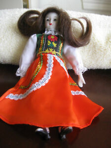 GORGEOUS VINTAGE COLLECTOR'S MINITURE DOLL
