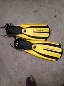 Fins / flippers for snorkelling / diving