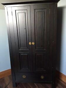 Pier 1 armoir /dresser