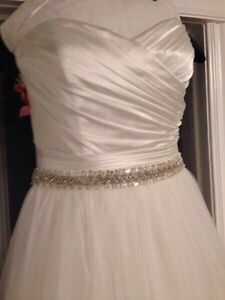 Alfred sung wedding gown size 6-8 dress size  Peterborough Peterborough Area image 2