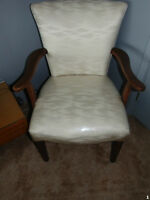 CHAISE CAPITAINE ANTIQUE BLANCHE