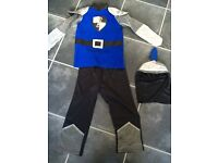 Boys dress up knight 3 pice outfit 5-6 years