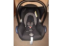 Maxi cosi car seat in black in excellent condition