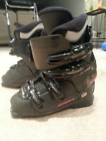 Ski Boots, Ladies Size 6-7. Like new condition