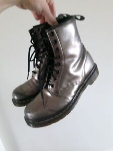 Dr Martens pewter metallic boots SIZE 9 US