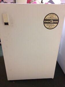White Viking bar fridge!