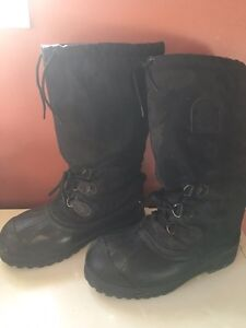 Mens good condition steel toe sorel boots,size 8(fit like 9)!