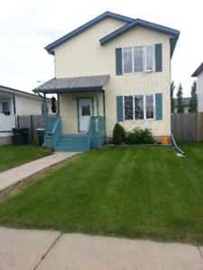3 BEDROOM HOUSE, DBLE GARAGE IN GIBBONS