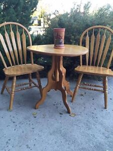 GORGEOUS ROUND TABLE ,WITH A PAIR OF OAK CHAIRS Regina Regina Area image 3