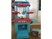 Early Learning Centre Sizzlin Kitchen & Matching Microwave