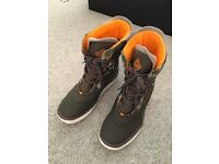 O'Neill snow boots - almost new - size 9