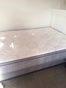 Mattress and box spring set- double, like new Kitchener / Waterloo Kitchener Area image 1