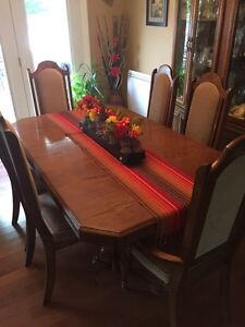 Used 9 Piece Oak Dining Room Set For Sale