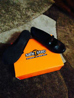 SLIP AND GRIP SAFE T STEP SHOES SIZE 7.5