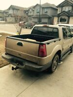 2004 Ford Explorer  good condition Pickup Truck