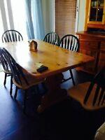 Vaissellier, table en bois massif, 6 chaises pour salle a manger