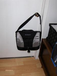 Targus Noteworthy laptop shoulder bag