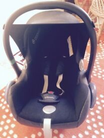Maxi cosi car chair and isofix base