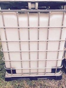 1000liter plastic water totes OVERSTOCKED London Ontario image 7