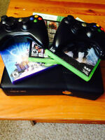 Xbox 360 Slim 250 Gb KINECT, 3 controllers, and 3 games included