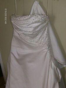 Beautiful wedding gown MUST GO! Kitchener / Waterloo Kitchener Area image 1