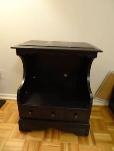 Side table/TV stand. Must sell before 31st! Pick up downtown Hal