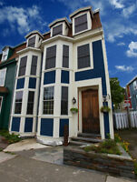 DOWNTOWN Luxury Home - Completely Renovated - 21 Colonial Street