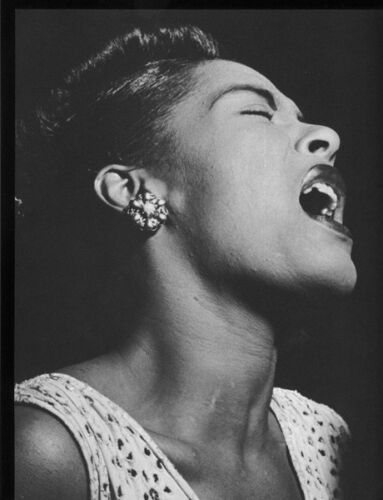 Billie Holiday UNSIGNED photograph - L3075 - In the 1940