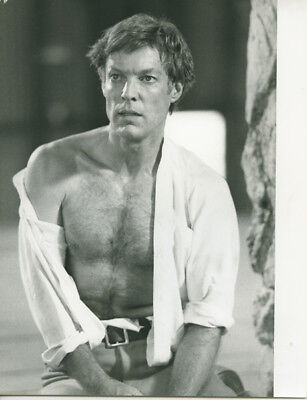 (Richard Chamberlain original 7x9 TV photo The Thorn Birds with bare chest)
