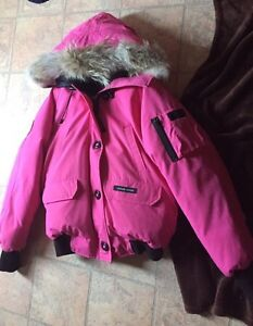 Authentic Canada goose coat. 200$ firm today.