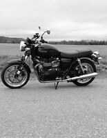 SAVE 1000 2012 Triumph Bonneville 1 OWNER w 4000 kms NOW 5950.00