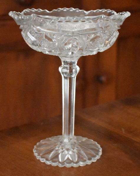 GORGEOUS ANTIQUE ETCHED CUT GLASS SCALLOPED TOP PEDESTAL COMPOTE