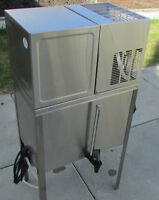 Westbend Dolfyn Water Distiller - Reconditioned